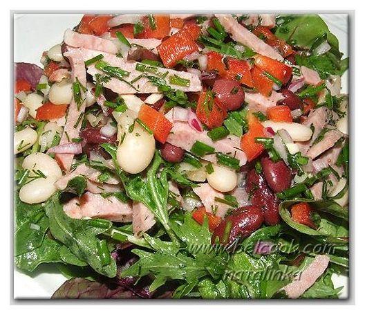 Салат с перцем копченой колбасой и фасолью
