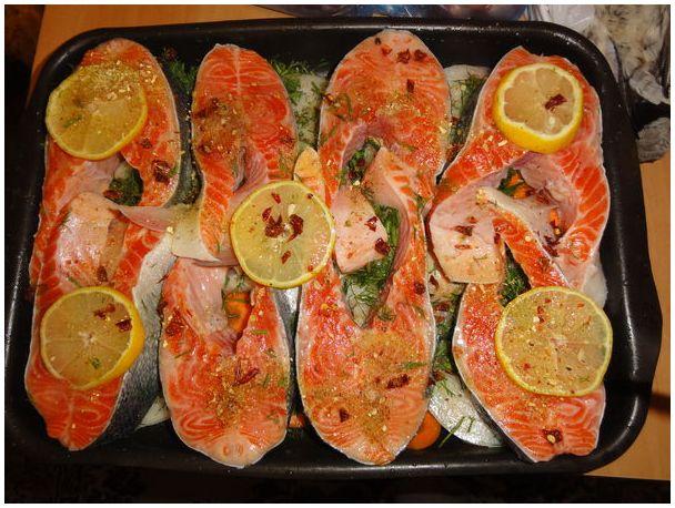 Стейки из семги с лимоном в духовке с фото